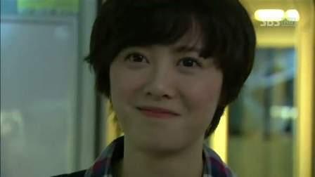 Ku Hye-sun yang main sebagai Ko Eun-bi yang terobsesi menajdi artis musikal. Her voice is not bad :)